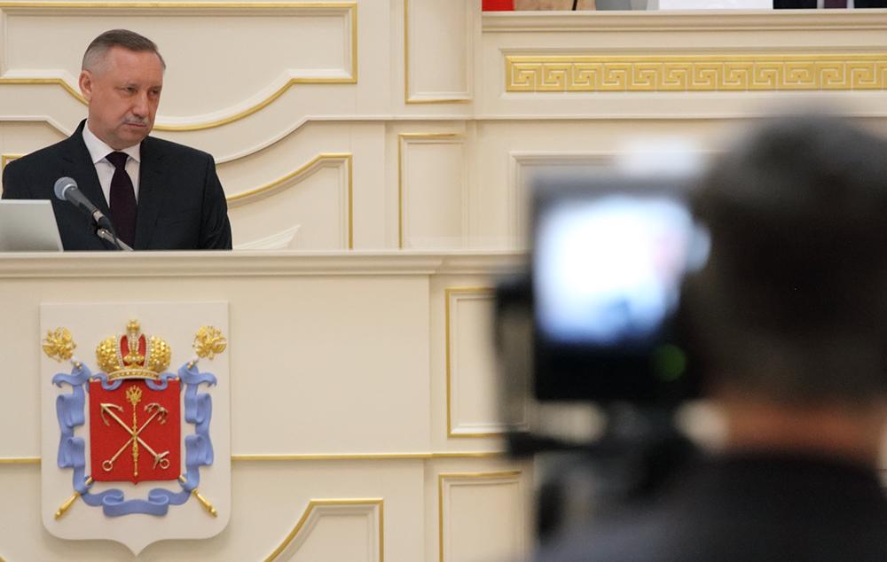 """фото ЗакС политика Беглов ушел от общения с журналистами после презентации проекта """"Мой город – мои возможности"""""""