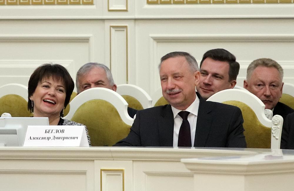 фото ЗакС политика Беглов распорядился поднять зарплату классным руководителям петербургских школ
