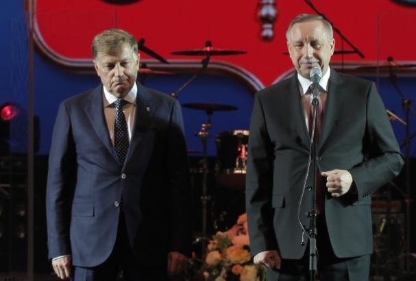 фото ЗакС политика Беглов и Макаров поздравили выпускников с окончанием учебы