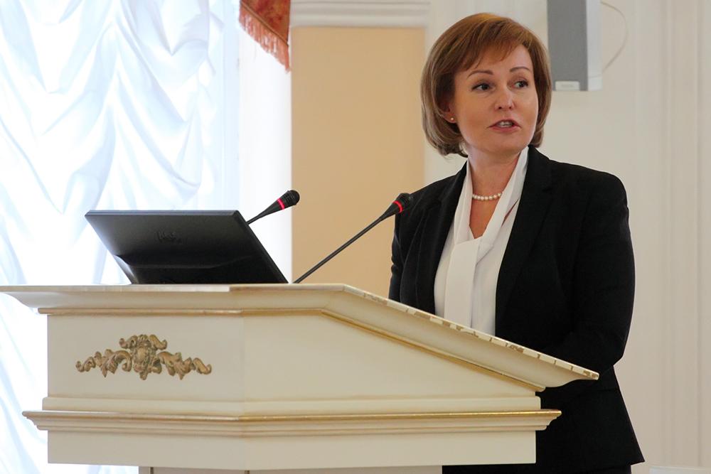 фото ЗакС политика Митянина открыла новый памятник Петру Первому