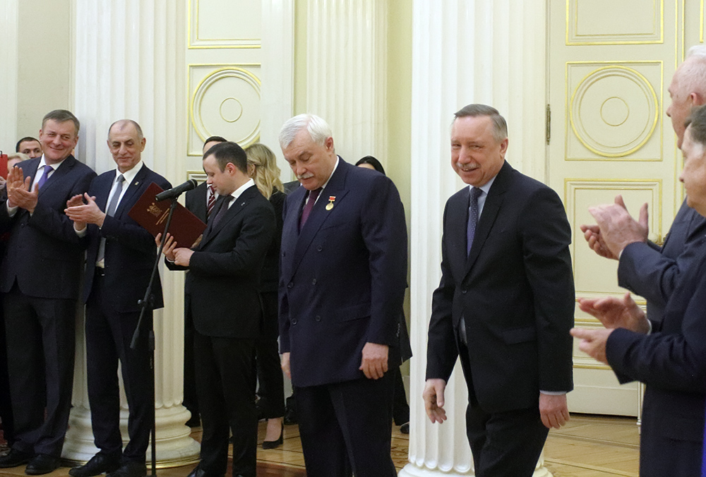 фото ЗакС политика Посетивший ПМЭФ Полтавченко дал совет Беглову