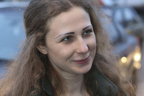 фото ЗакС политика Марию Алёхину оштрафовали за антигомофобную акцию с радужными флагами