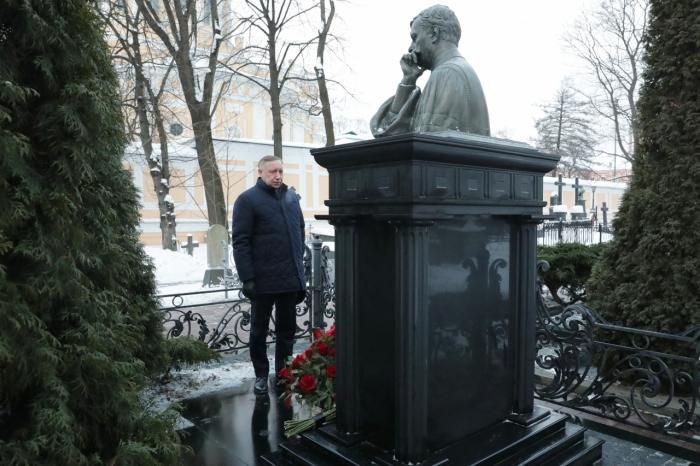 """фото ЗакС политика """"Порядочный, честный и открытый"""": Беглов почтил память Анатолия Собчака"""