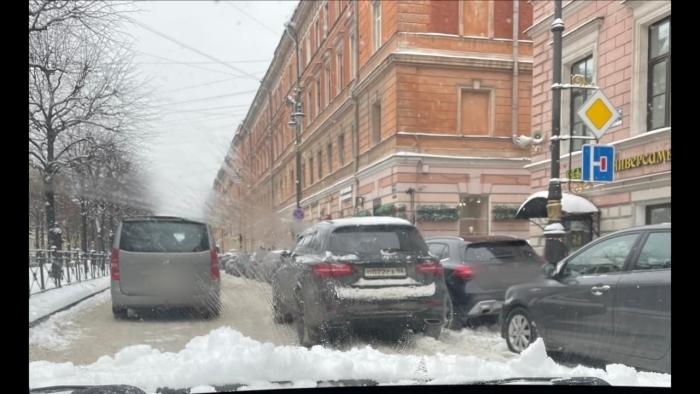 """фото ЗакС политика Петербуржцы продолжают фотоохоту за """"Мерседесом"""" Боярского, паркующимся в обход ПДД"""