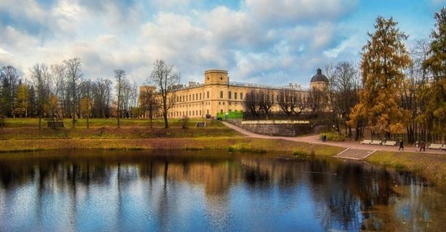 фото ЗакС политика Фасады Гатчинского дворца приведут в порядок за 135 млн рублей