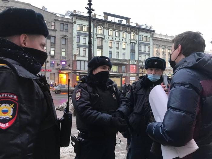 фото ЗакС политика У Гостиного двора задержали активиста Иванкина за пикетирование