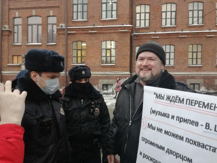 """фото ЗакС политика Полиция задержала акциониста Казака, не дав ему спеть песню """"Перемен"""""""