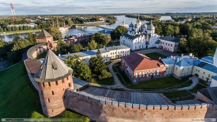 фото ЗакС политика В частичном обвале стены кремля в Великом Новгороде оказались повинны советские реставраторы