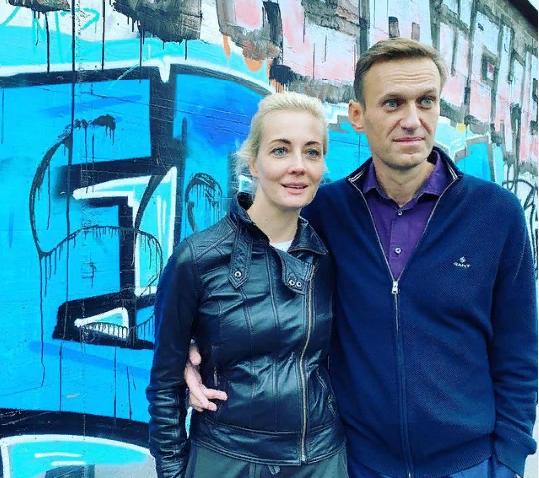 """фото ЗакС политика """"Вот чудо!"""": С изъятого телефона Юлии Навальной её знакомым начали приходить смс"""