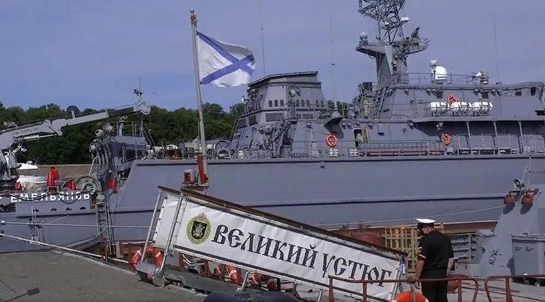 фото ЗакС политика В Кронштадте пришвартовались первые корабли-участники парада ВМФ