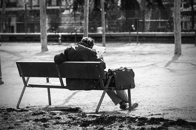 фото ЗакС политика Муниципал помог петербурженке выгнать бездомных из подвала: в ответ на него обрушились с критикой