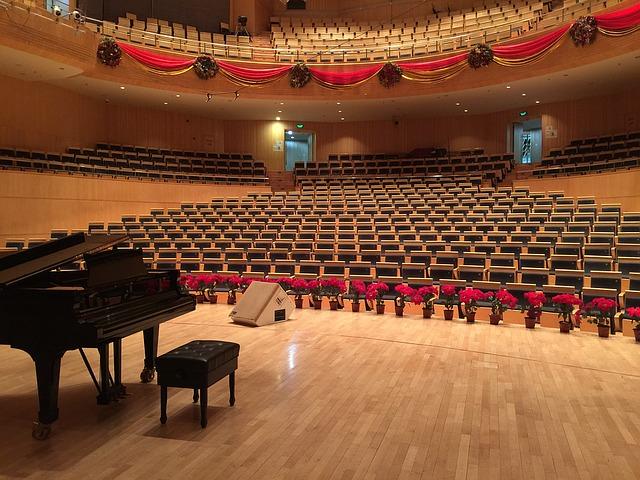 фото ЗакС политика В Петербурге в театрах и концертных залах отменили шахматную рассадку зрителей