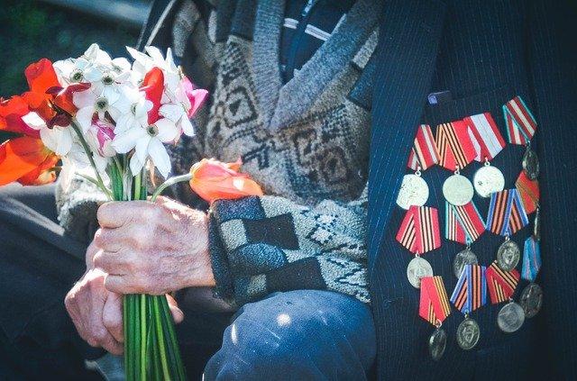 фото ЗакС политика 101-летнему ветерану отказали в участии в Параде Победы и рукопожатии с Путиным