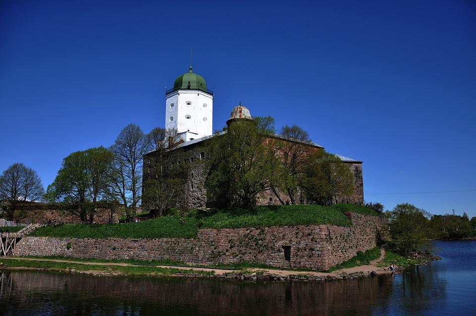 фото ЗакС политика В Выборгском замке подходят к концу реставрационные работы