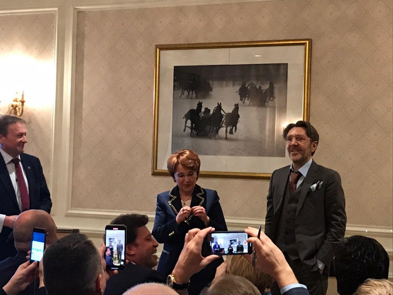 фото ЗакС политика Титов опроверг информацию о выдвижении Шнурова в Госдуму в 2021 году