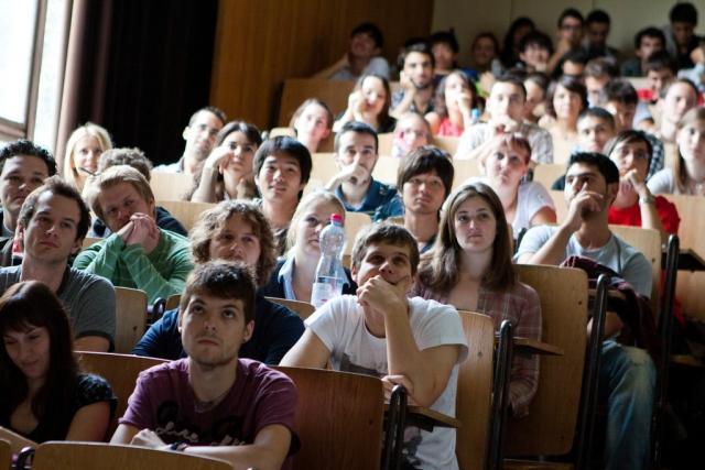 фото ЗакС политика В России перенесут сроки вступительных экзаменов в вузы