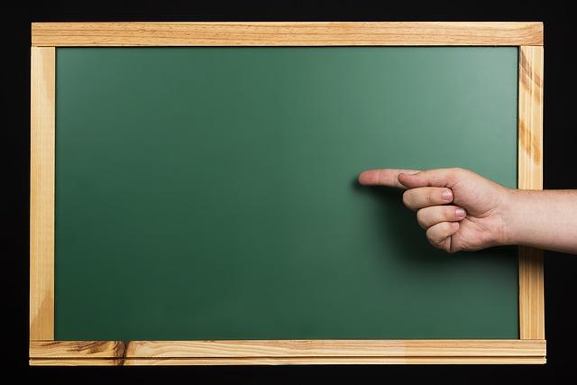 фото ЗакС политика Смольный планирует возобновить работу школ в обычном режиме с 1 сентября