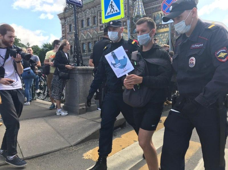 фото ЗакС политика Протестующих заблокировали у Спаса на Крови, продолжились задержания