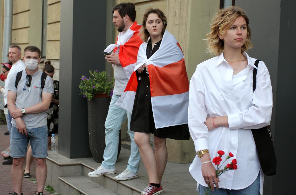 фото ЗакС политика На нескольких заводах в Белоруссии начались протестные забастовки