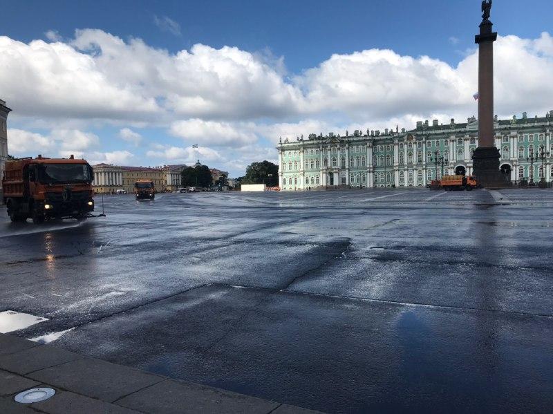 Дворцовую площадь закрыли на дезинфекцию в день акции в поддержку Хабаровска