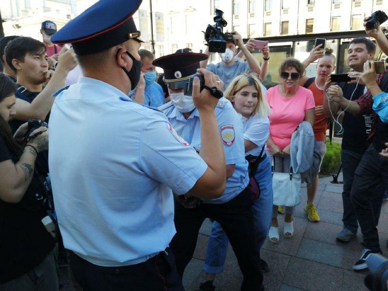У Гостиного двора задержали участников акции в поддержку Хабаровска