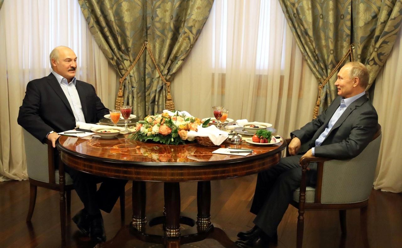 фото ЗакС политика Путин поздравил Лукашенко с переизбранием на пост президента Беларуси