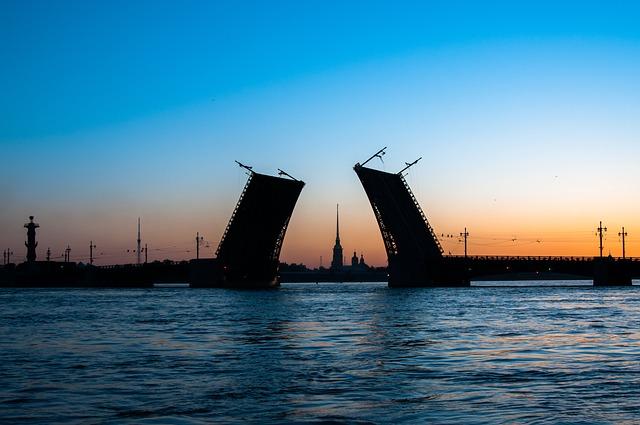 фото ЗакС политика Дворцовый мост разведут под музыку Виктора Цоя в годовщину его гибели
