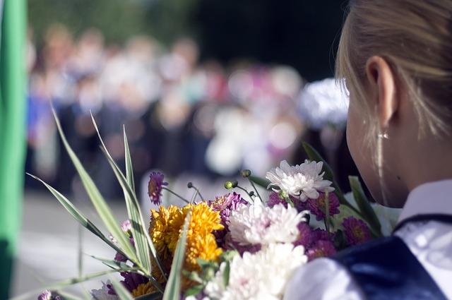 фото ЗакС политика Роспотребнадзор хочет продлить ограничения в школах и детсадах по коронавирусу до 2022 года