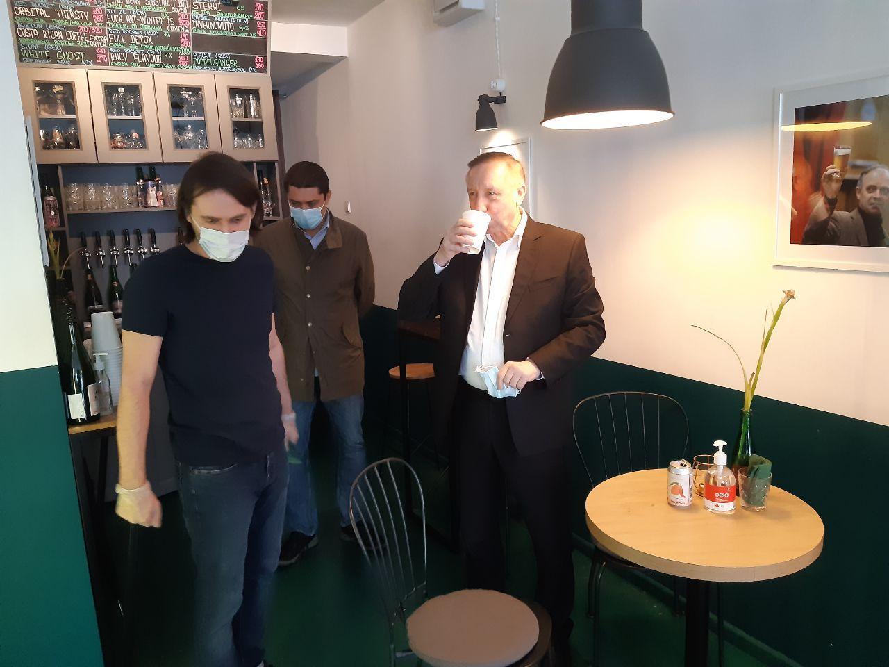 Беглов посетил бар, которому угрожает закрытие