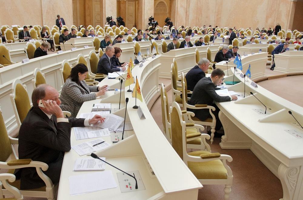 """фото ЗакС политика ЗакСу рекомендовали одобрить бюджетные поправки Беглова, БФК, """"Единой России"""" и одного депутата"""