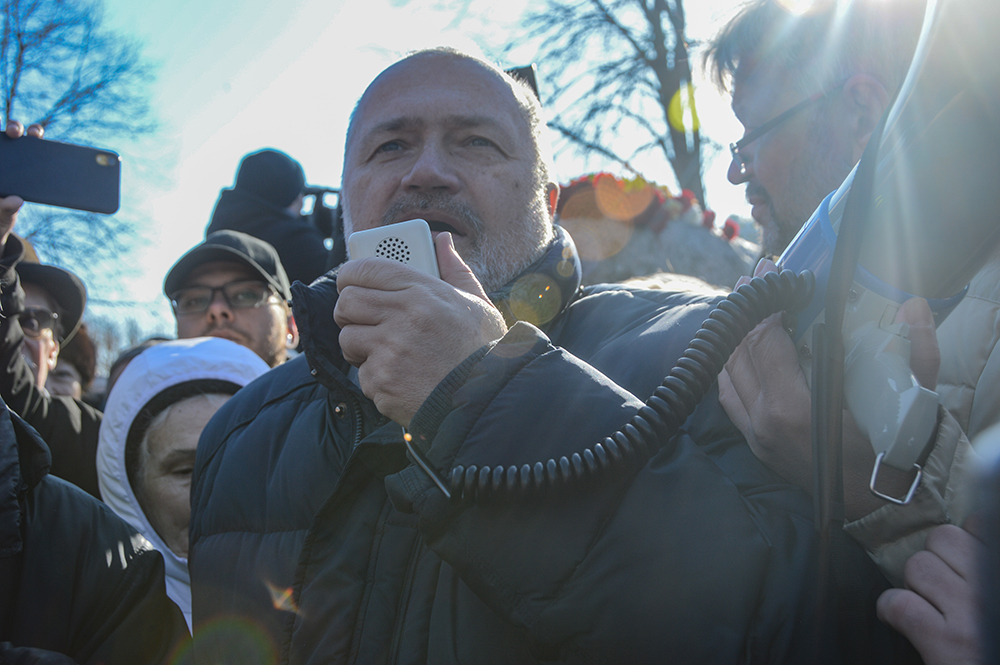 Заболевший COVID-19 депутат Амосов госпитализирован в Боткина