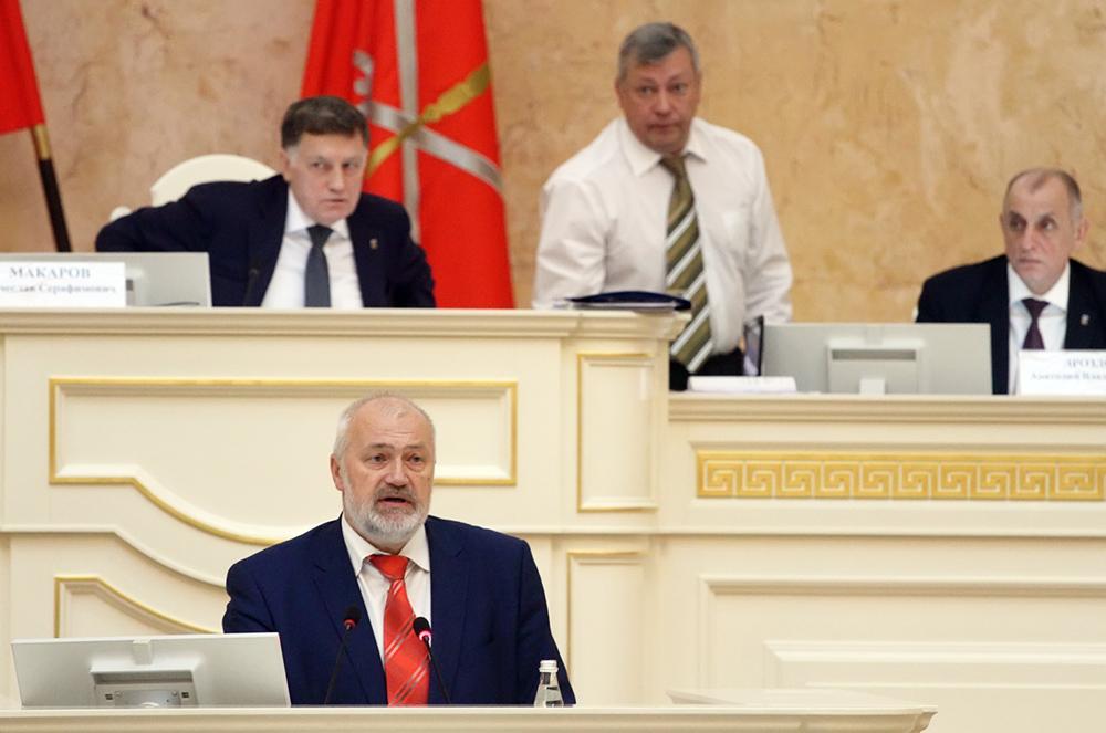 """фото ЗакС политика Единороссы назвали депутата ЗакСа Амосова """"предателем"""" и """"пятой колонной"""""""