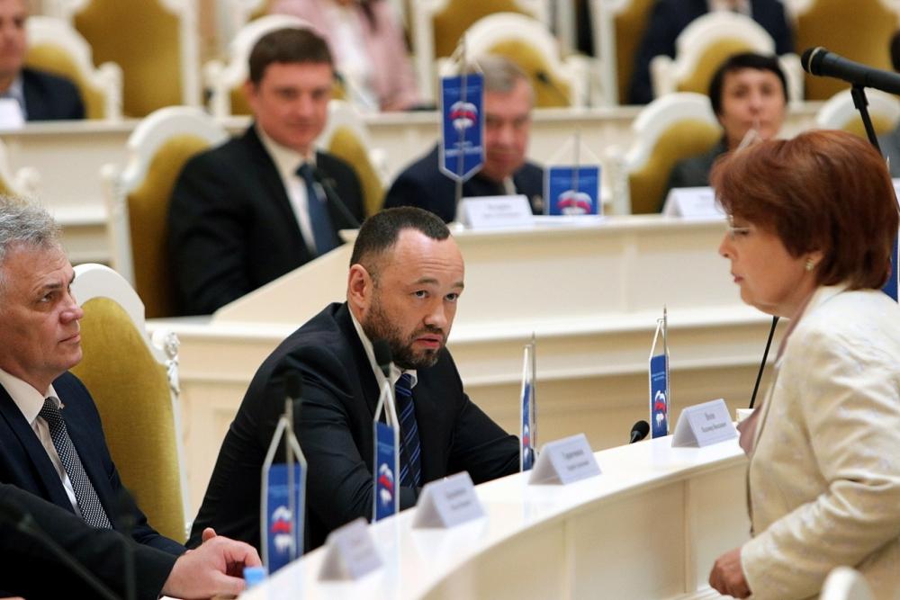 фото ЗакС политика В повестку заседания ЗакСа не захотели включать вопрос Анохина о кредитной амнистии