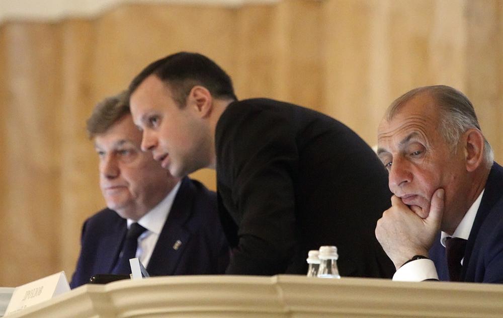 "фото ЗакС политика Петербургские депутаты одобрили ""рубки ухода"""