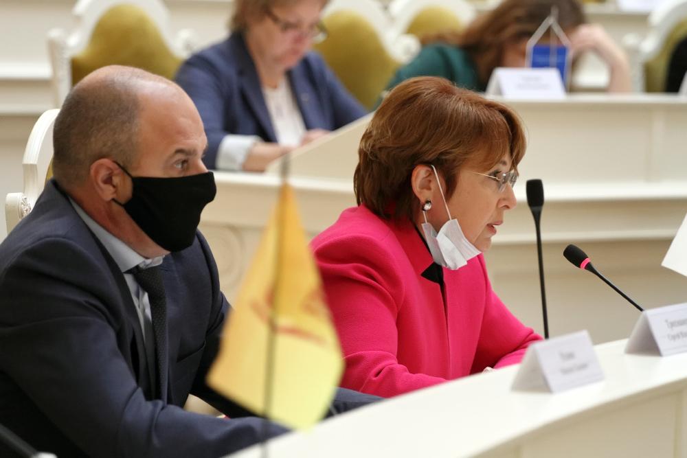 фото ЗакС политика Дмитриева потребовала жестких ограничительных мер из-за ситуации с COVID-19