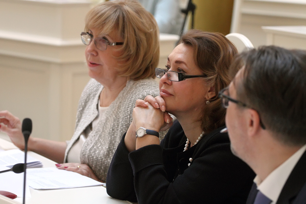 фото ЗакС политика Петербургские депутаты от КПРФ считают, что Памфилова должна разделить ответственность с Горизбиркомом