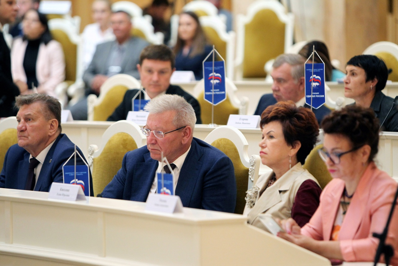 фото ЗакС политика Петербургские школьники с хроническими заболеваниями получат компенсации за горячее питание
