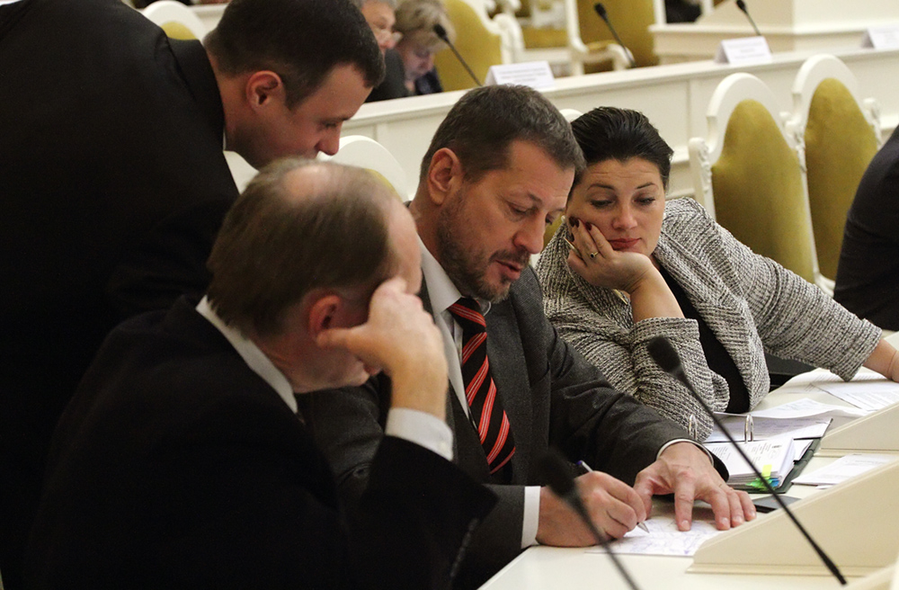 Эсеры хотят обязать Смольный софинансировать до 40% программа капремонта из бюджета