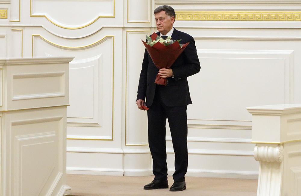 """фото ЗакС политика Макаров похвалил поправки в Конституцию и отправил недовольных """"искать другую страну"""""""