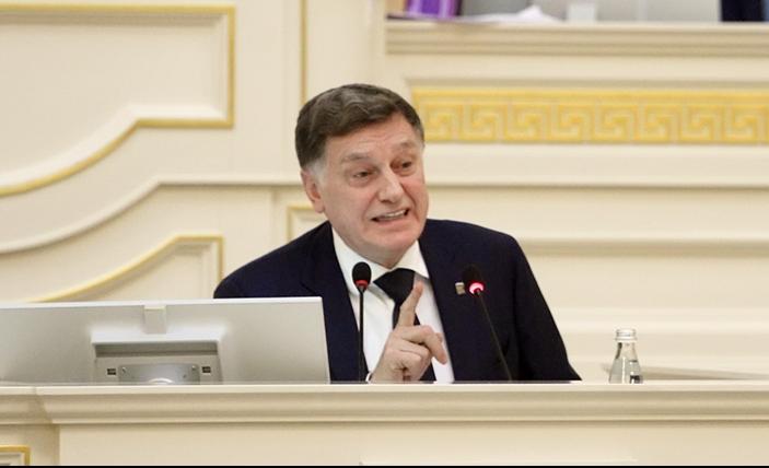 фото ЗакС политика Невзирая на запрет Беглова, Макаров посетил утреннюю службу в Исаакии