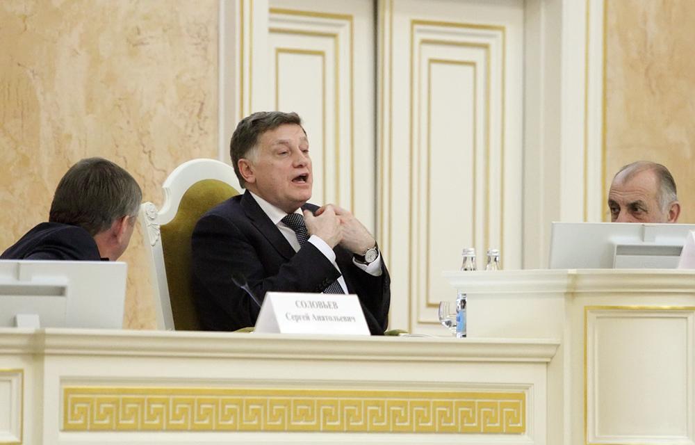 фото ЗакС политика В ЗакСе дважды прервали аплодисментами приветственную речь Макарова