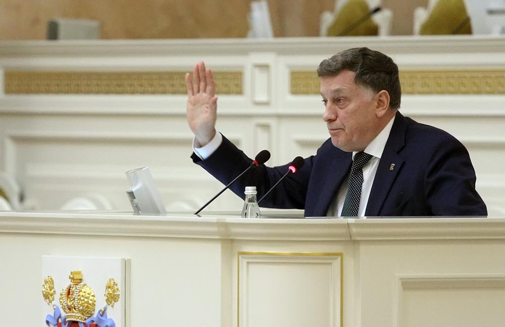 фото ЗакС политика Макаров - Амосову: Вы засланный казачок Смольного здесь