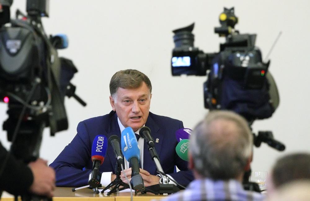 """фото ЗакС политика Макаров призвал депутатов """"отшлифовать"""" проект бюджета вместе с народом"""