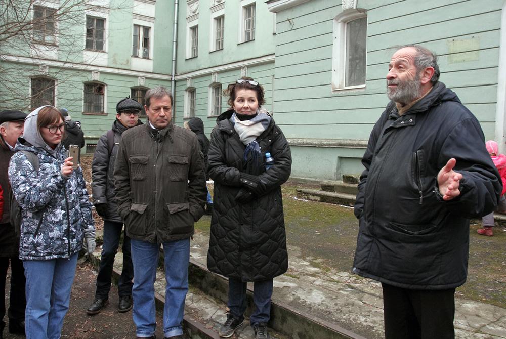 фото ЗакС политика Вишневский обратился в суд из-за отказа КГИОП защитить бывшую медсанчасть на Одоевского