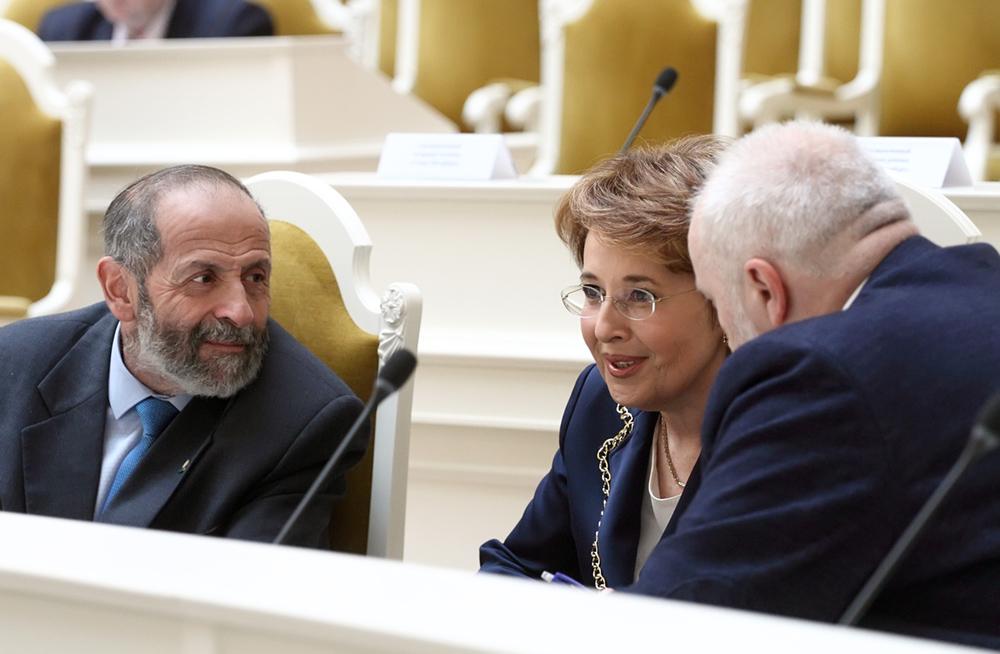 фото ЗакС политика Вишневский обратился к Беглову с просьбой отменить запрет на посещение парков
