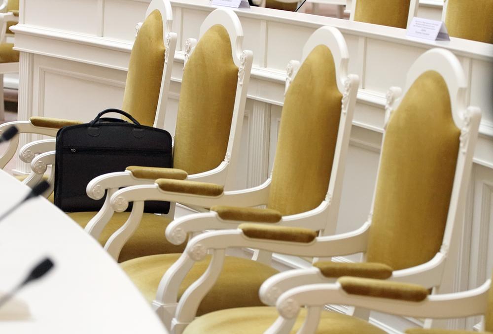 """фото ЗакС политика За три часа заявление """"Яблока"""" против муниципальной реформы подписали 42 депутата"""