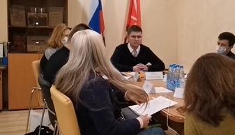 """фото ЗакС политика Местную жительницу выставили с заседания МО """"Семеновский"""" по бюджету"""