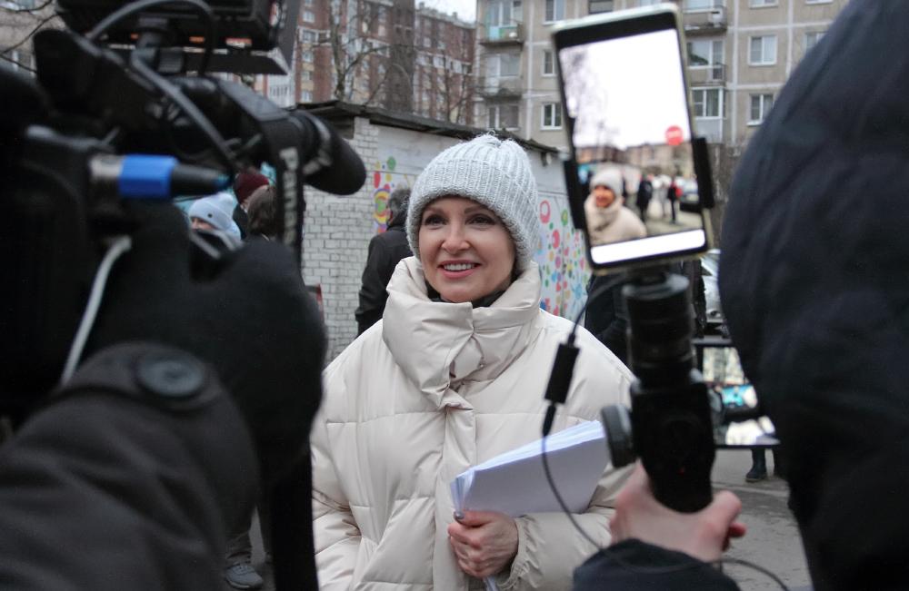 """фото ЗакС политика Суд начал рассматривать иск экс-мундепа Уткиной к МО """"Финляндский округ"""" и Беглову"""