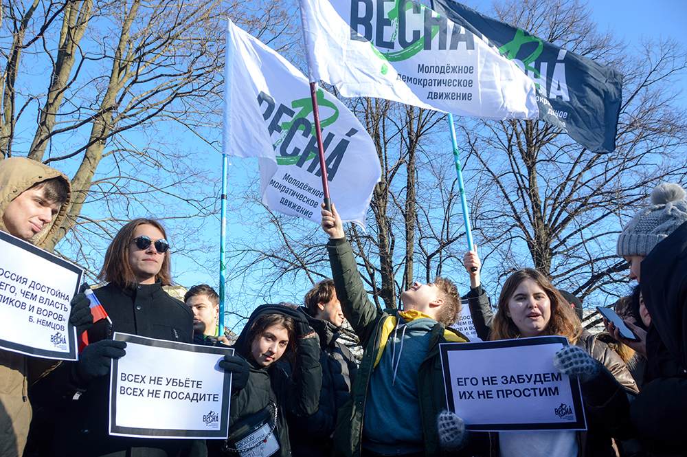 фото ЗакС политика Горсуд отменил штрафы за лозунги на петербургском пикете памяти Немцова