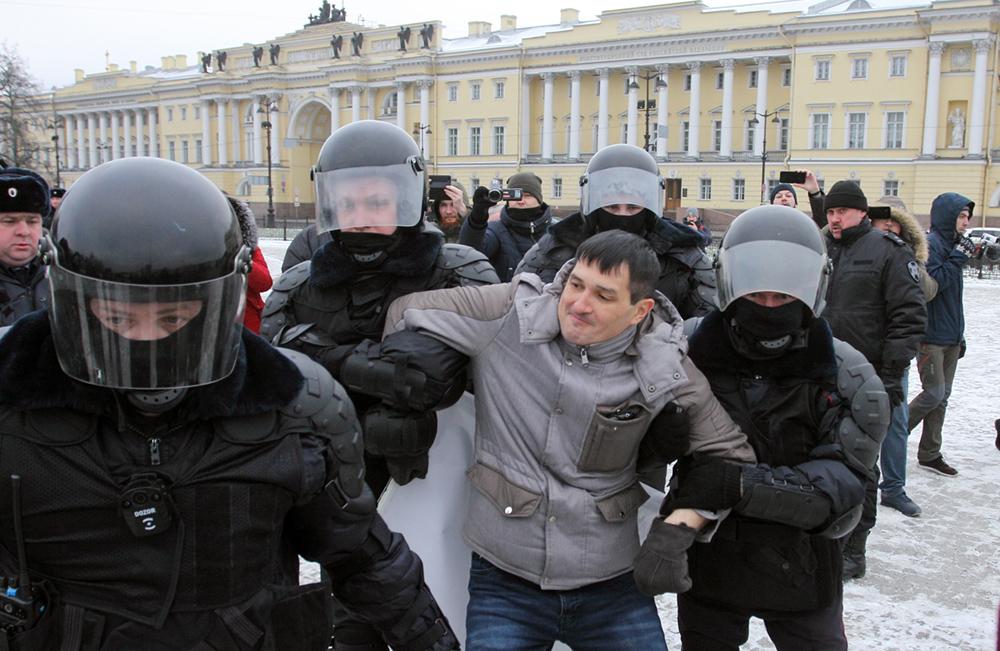 фото ЗакС политика Активиста Мусина задержали в спецприемнике и составляют протокол из-за акции 1 февраля